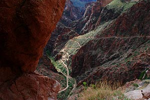 Blick auf die Switchbacks des Bright Angel Trail August 2010